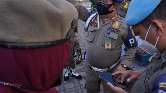 Handphone Seratusan Satpol PP dan WH Banda Aceh Tiba-tiba Diperiksa, Ternyata untuk Cek Chip Domino