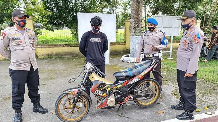 Personel Tiga Polsek di Aceh Utara Razia Balapan Liar di Jalan PHE
