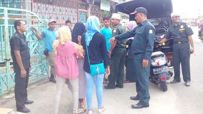 11 Perempuan Bercelana Ketat dan 8 Laki-laki Pakai Celana Pendek Terjaring Razia di Aceh Timur