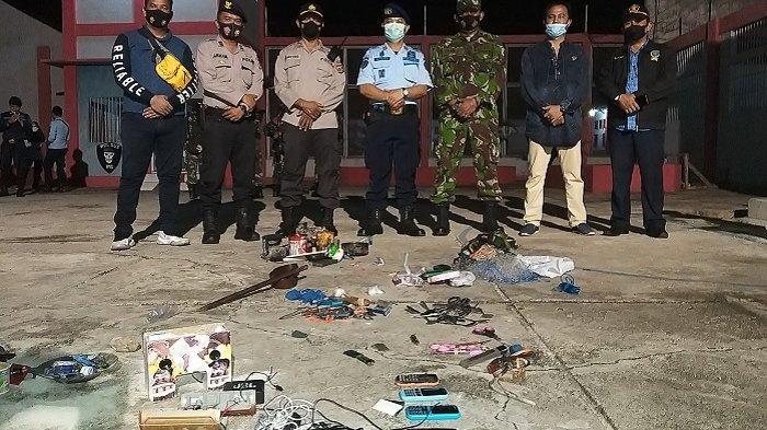 Petugas Razia Mendadak Lapas Kelas IIB Blangpidie, Sejumlah Barang Terlarang Dirampas dari Para Napi