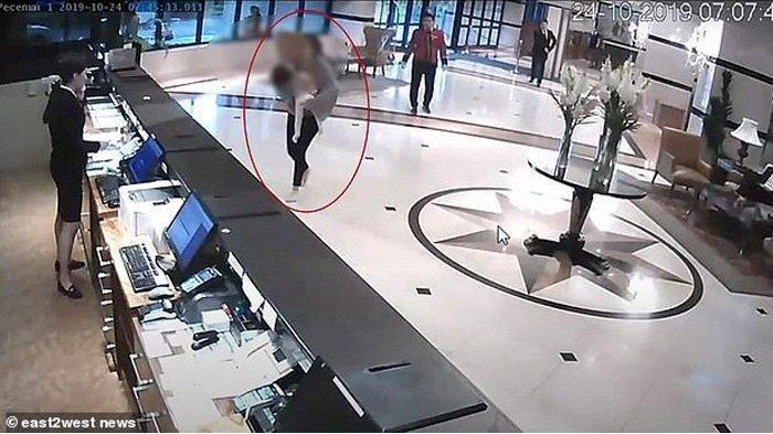 Seorang Ibu Panik dan Histeris di Lobi Hotel, Gendong Bayi yang Dibunuh Ayahnya Sendiri