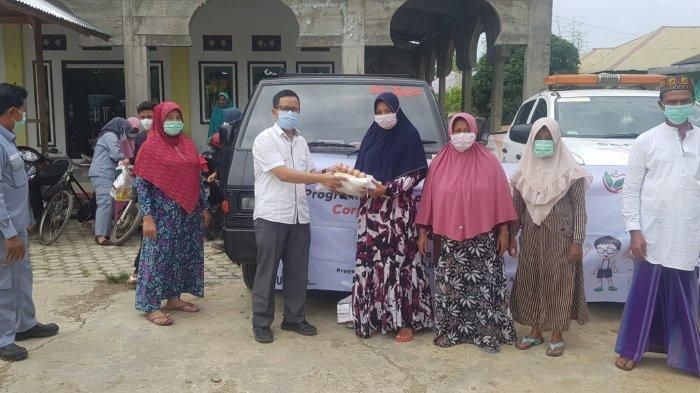 Adhi Karya Salur Beras untuk Dua Gampong di Aceh Besar