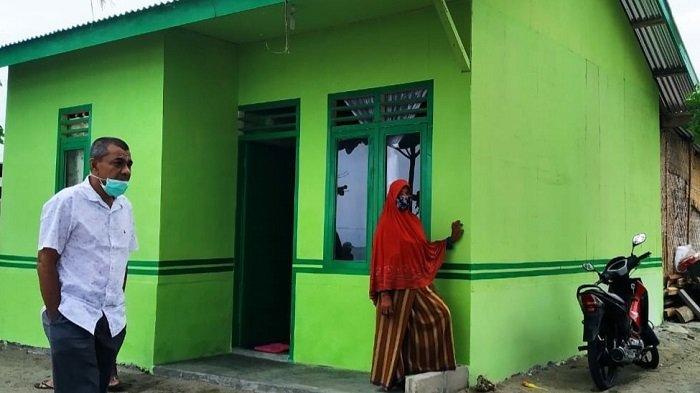 Janda Miskin di Krueng Juli Barat Kuala Terima Bantuan Rehab Rumah
