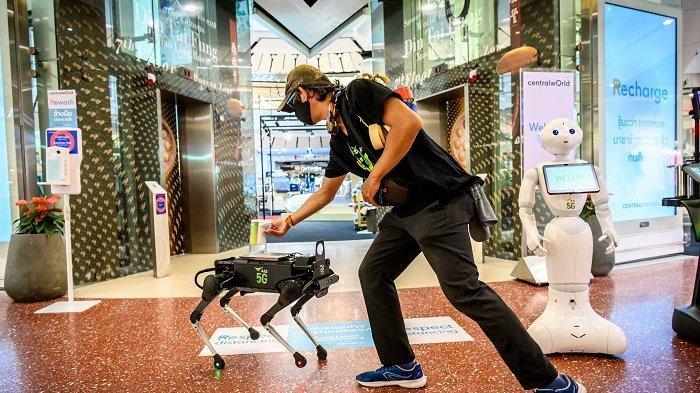 Robot Anjing K9 Jaringan 5G Dioperasikan di Mal Bangkok