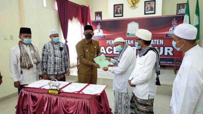 Pemkab Aceh Timur Hibah Aset Islamic Center di Langsa untuk Dayah Pimpinan Abu Paya Pasi