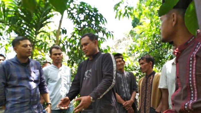 Kunjungi Lokop, Bupati Rocky Sarankan Petani Kembangkan Kopi Robusta