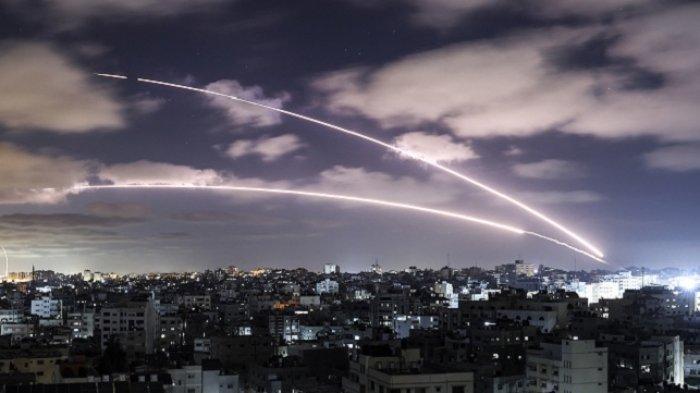 Roket Hamas dari Jalur Gaza ditembakkan ke wilayah Israel pada Selasa (18/5/2021).