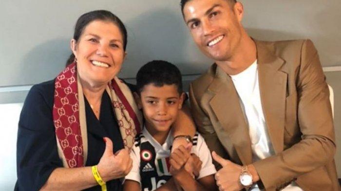Tak Sengaja, Ibunda Cristiano Ronaldo Unfollow Instagram Georgina Rodriguez