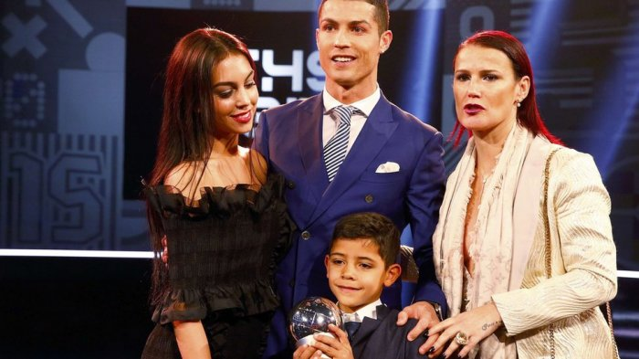 Karantina Ronaldo & Georgina di Tengah Pandemi Covid-19 Membuahkan 'Gol' Bayi Perempuan