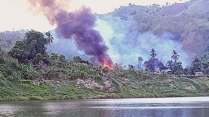 Ratusan Rumah Muslim Rohingya Dibakar, Pasukan Myanmar Tembaki Warga yang Coba Padamkan Api
