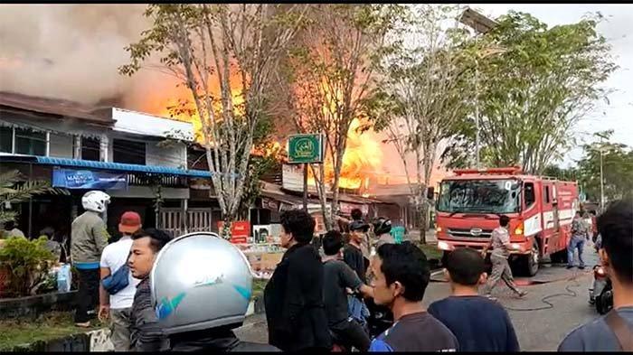 BREAKING NEWS - Rumah Warga Terbakar di Jalan Syekh Hamzah Fansury Kota Subulussalam