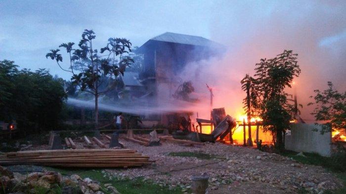 Awalnya Ibu-ibu Bakar Sampah, Api Menjalar Hingga Menghanguskan Gudang Barang Rongsokan