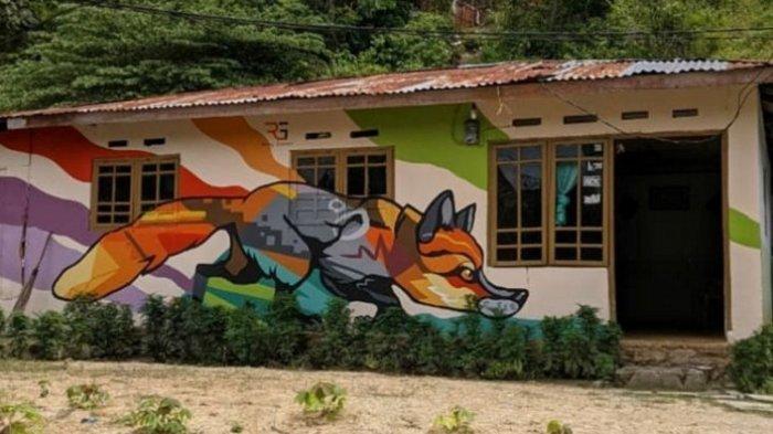 Mural di Kelurahan Dembe 1, Kecamatan Kota Barat, Kota Gorontalo, Provinsi Gotontalo menjadi tempat wisata karena konsep muralnya dengan dicat warna-warni tiga dimensi