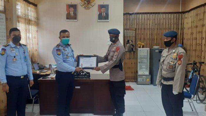 Kompi 1 Batalyon Satuan Brimob Polda Aceh Terima Penghargaan dari Rutan Kelas IIB Banda Aceh
