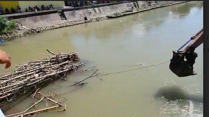 Sisa Pondasi Jembatan di Blok Sawah Kerap Picu Banjir