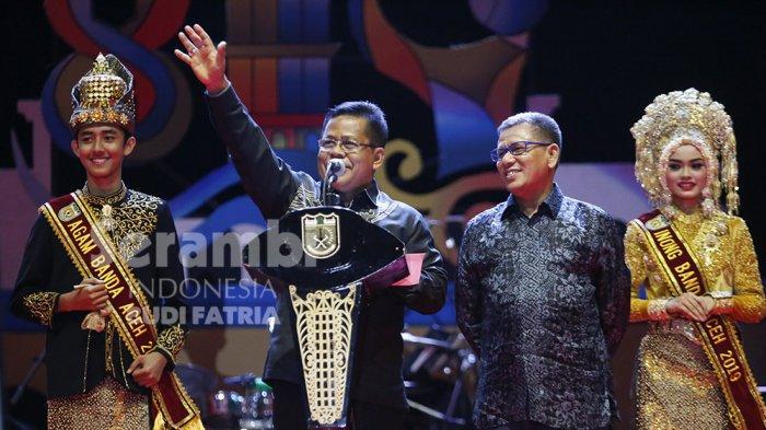FOTO-FOTO : Kelap-Kelip Flash HP Penonton, Meriahkan Penampilan Nissa Sabyan di Banda Aceh - sabiyan_10.jpg
