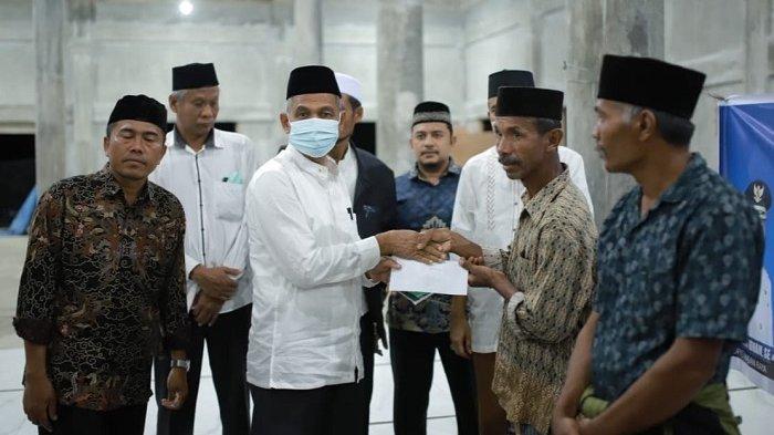 Safari Ramadhan ke Beutong Ateuh Nagan Raya, Bupati Serahkan ZIS ke Fakir Miskin, Ini Nominalnya