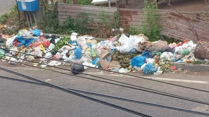Miris! Pinggir Jalan Keluar Utama Pusat Kota Lhokseumawe Penuh Sampah, Bau Busuk Menyeruak