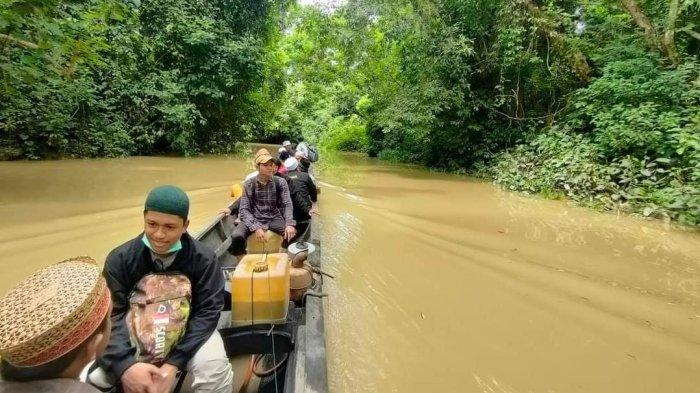 Santri Aceh Utara Arungi Sungai Selama Satu Jam Untuk Ajarkan Ilmu Agama Ke Pedalaman