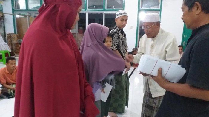 Warga Desa Gelanggang Baro, Cureh dan Batee Timoh Bireuen Santuni Anak Yatim, Tradisi Jelang Lebaran