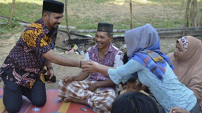 Anggota DPRA Santuni Korban Ledakan Sumur Minyak di Ranto Peureulak