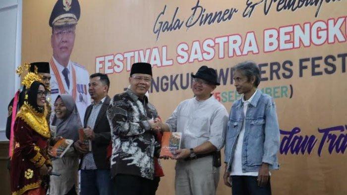 Redaktur Seni KOMPAS, Putu Fajar Arcana: Hanya Koran Indonesia yang Punya Halaman Sastra