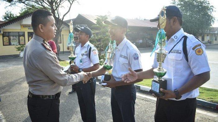 Satpam di PLTD Pulo Pisang, Bank BNI dan Bank Bukopin Sigli Terima Penghargaan Kapolres Pidie