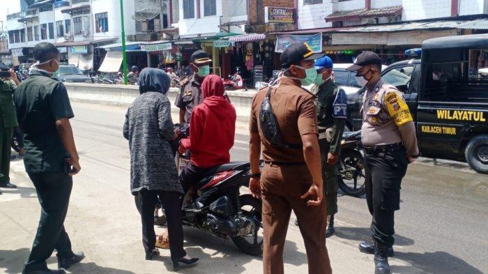 8 Wanita Berpakaian Ketat dan 5 Lelaki Bercelana PendekTerjaring Razia di Aceh Timur