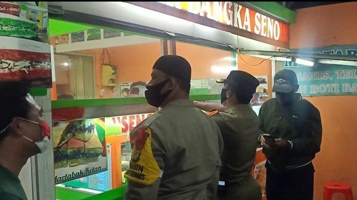 Warung Martabak Disidak Satpol PP dan Polisi, Nekat Beroperasi Saat Malam Tahun Baru