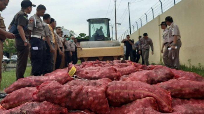 Polres Pidie Musnahkan 390 Kg Bawang Ilegal, 95 Kg Dijadikan BB di Pengadilan