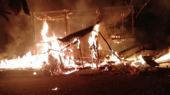 Rumah berkonstruksi kayu milik Huwaidah Binti Husein di Gampong Cot Geureufai, Kecamatan Meurah Dua, Pidie Jaya ludes terbakar, Sabtu (19/6/2021) sekira pukul 20.30 WIB