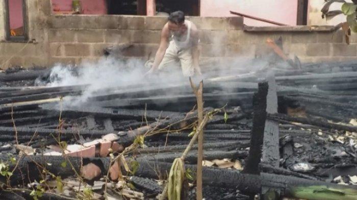 Giliran Satu Rumah Warga Miskin di Gandapura juga Terbakar, Pemilik Sedang Sakit Dikeluarkan Anaknya