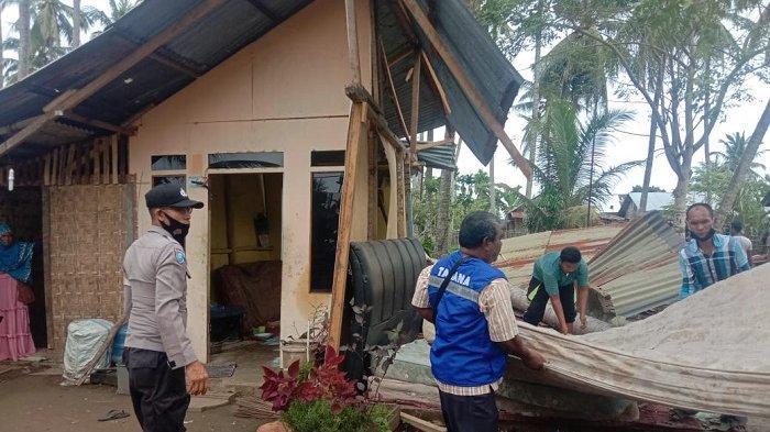 Rumah Tukang Tertimpa Pohon di Lhokseumawe, Suara Dentuman Keras Hingga Atap Roboh Dekat Kepala