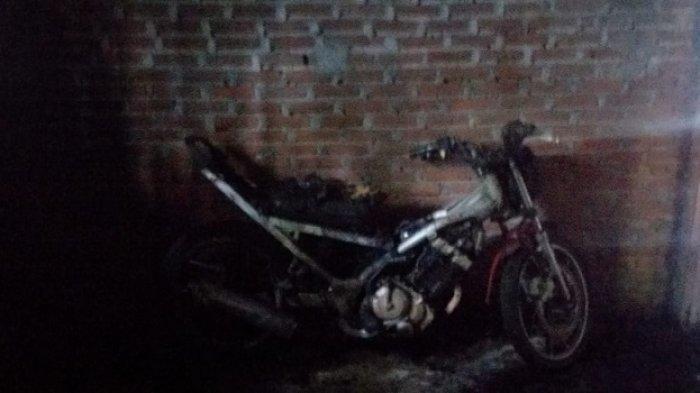 Kebakaran Hanguskan Satu Unit Rumah dan Sepeda Motor di Makmur, Bireuen