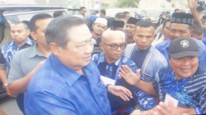 Di Krueng Mane SBY Hanya Singgah Sebentar, Warga: Masuk Dulu Pak