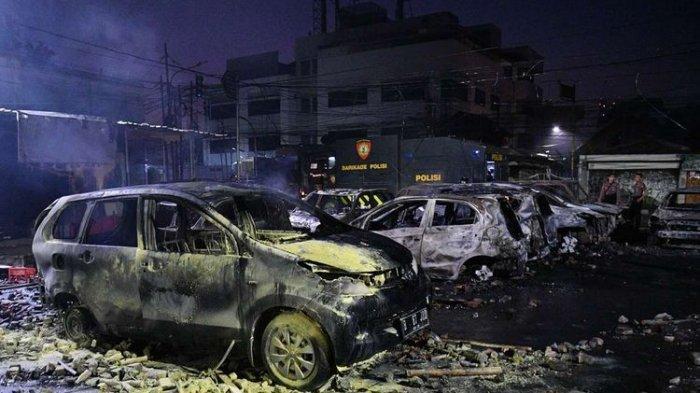 VIDEO detik-detik Pembakaran di Area Asrama Brimob Jakarta, Molotov Dilempar, Sejumlah Mobil Dibakar