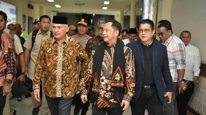 Sekda Aceh Taqwallah Sambut Kedatangan Mendagri Tito Karnavian di Bandara SIM
