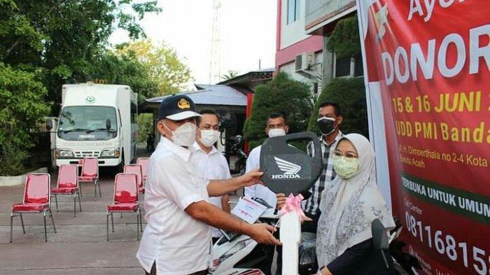 Tiga Pendonor Darah Tetap Raih Sepmor, Pemenang Undian Tahunan PMI Banda Aceh