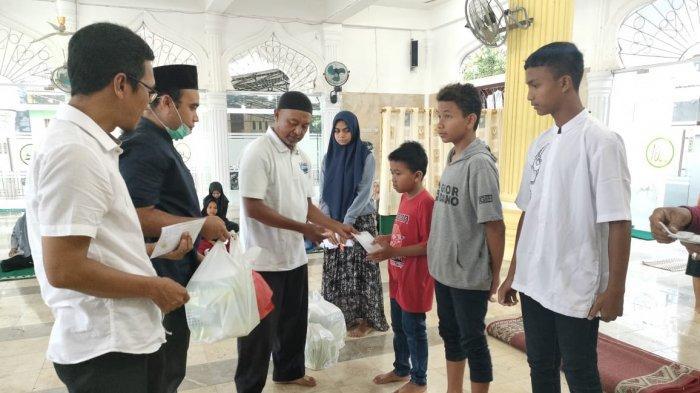 Pemuda Meudang Ara Santuni Anak Yatim