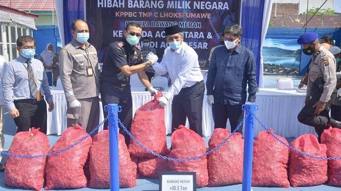Bea Cukai Hibahkan Bawang Selundupan ke Pemkab Aceh Utara