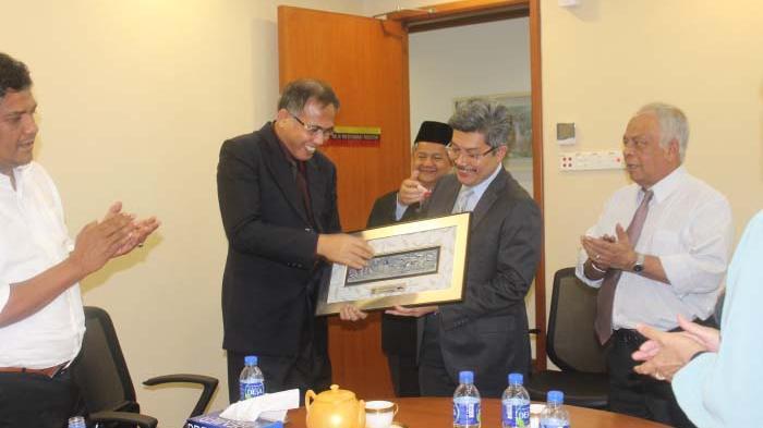 Pejabat UMNO Bantah Mendukung Anwar Ibrahim
