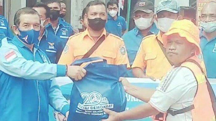 DPC Demokrat Aceh Selatan Salurkan Sembako untuk Warga Terdampak Covid-19