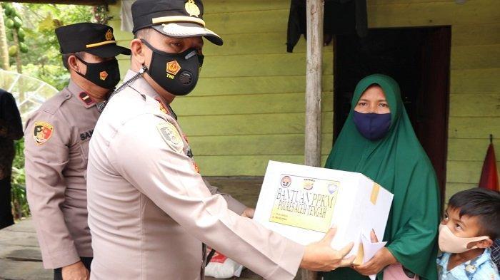 Kapolres Aceh Tengah Bagikan Sembakountuk Warga Kurang Mampu
