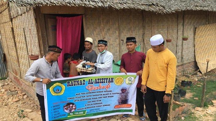 Dayah Tahfidz Raudhatun Najah 2 Al Aziziah Bagi Sembako dan Baju Lebaran untuk Anak Keluarga Miskin