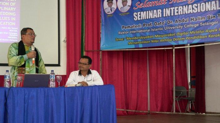 Seminar Pendidikan di Aceh Besar, Rektor IIU Malaysia Tekankan Pentingnya Akhlak dan Keberkahan