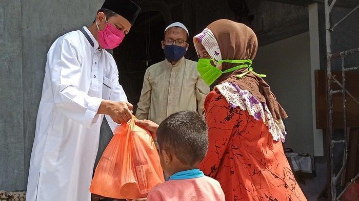 Lazis Muhammadiyah Pidie Salurkan Paket Sempena Ramadhan untuk Guru Ngaji