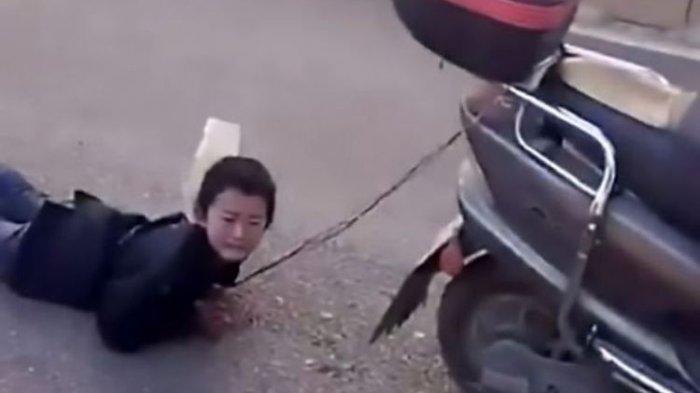 Kasihan! Bocah Ini Diikat dan Diseret Ibunya Pakai Sepeda Motor, Penyebabnya Masalah Sepele