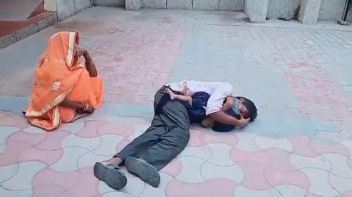 Viral, Seorang Ayah Memeluk Anaknya yang Sudah Meninggal Setelah Diduga Ditolak Pihak Rumah Sakit