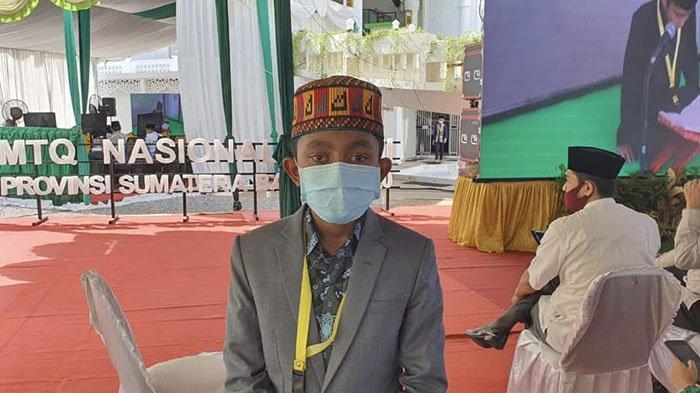 Shahibul Kiram, peserta cabang tilawah anak-anak putra asal Aceh Jaya tampil di arena Masjid El-Hakim, Kota Padang, Selasa (17/11/2020).