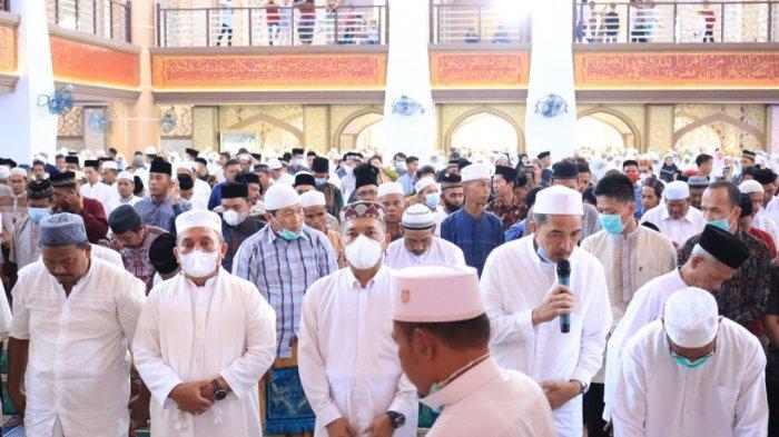 Wali Kota Affan Alfian Bintang Shalat Idul Adha di Masjid Agung Subulussalam